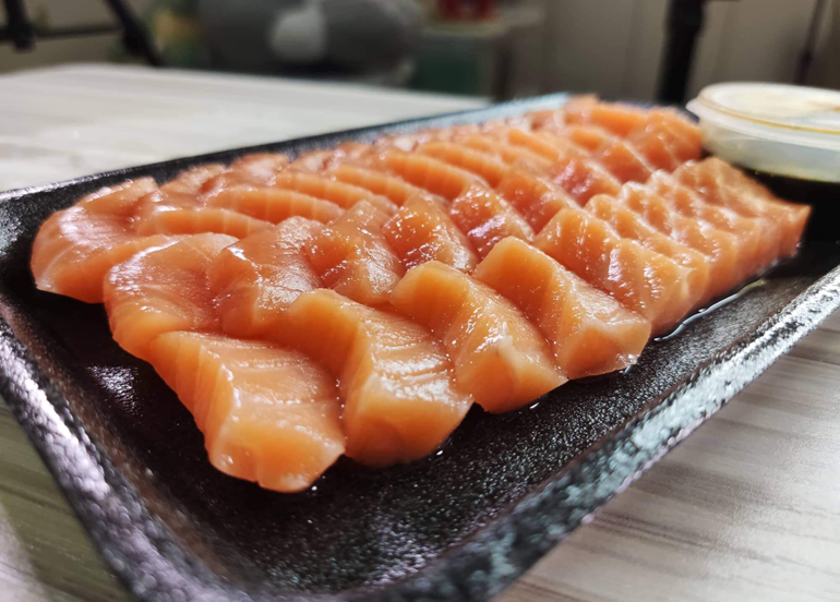 We Found A Secret Spot That Sells A Big Plateful of Salmon Sashimi For Only ₱280