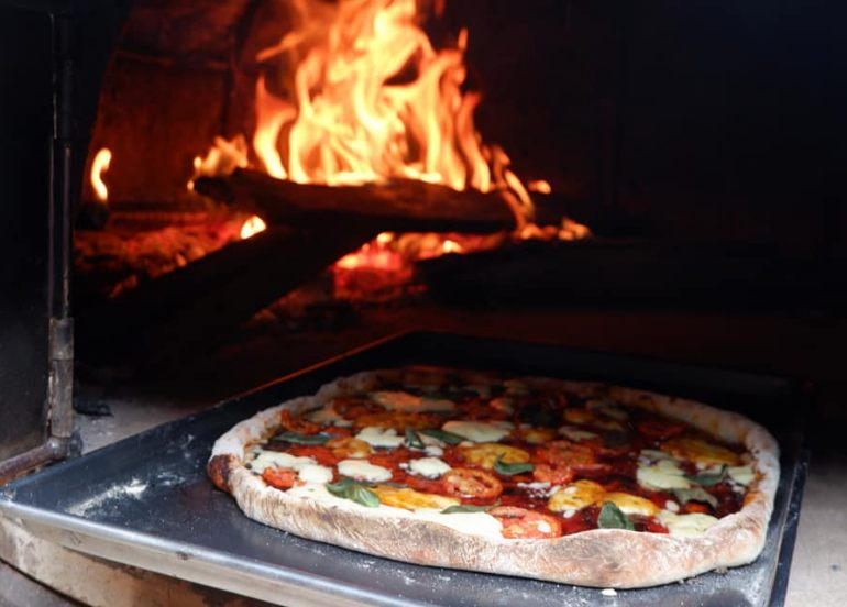This Pizzeria Serves Brick-oven Pizza in Eco-friendly Handwoven Boxes!